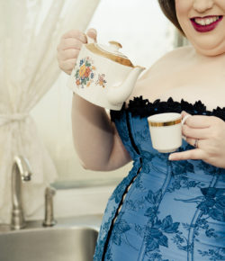 Betty: 1950's Housewife Plus-Size Pinup
